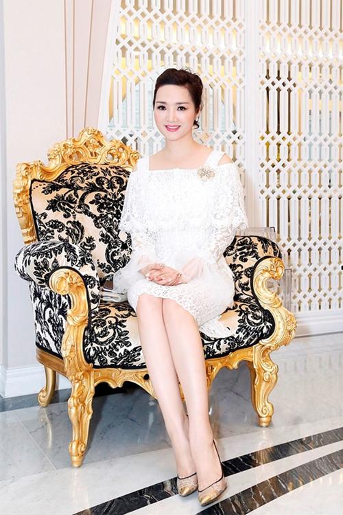 3-my-nhan-viet-lan-dau-khoe-nha-trieu-do-hoanh-trang-trong-nam-2016