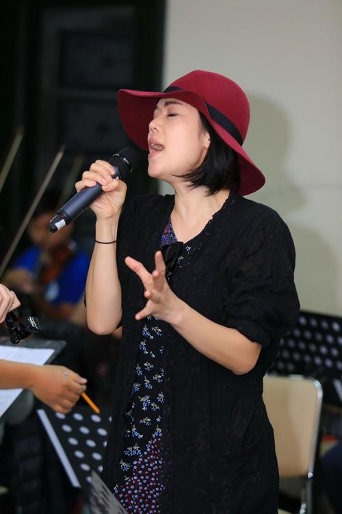 thu-phuong-khoe-mat-moc-khi-di-tap-nhac-3