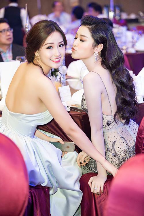 mai-phuong-thuy-huyen-my-khoe-lung-tran-o-su-kien-3