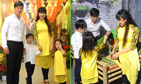 Vợ chồng Lý Hải dạy các con gói bánh tét