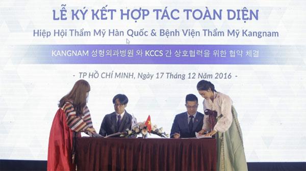 lễ ký kết chuyển giao công nghệ tiên tiến của Hiệp hội thẩm mỹ Hàn Quốc cho Bệnh viện thẩm mỹ Kangnam.