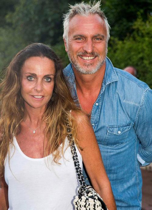 David Ginola và bà xã Coraline đã có 25 năm gắn bó và có hai đứa con đều trưởng thành.