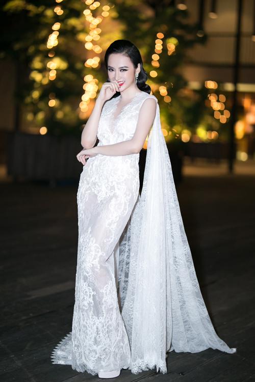 angela-phuong-trinh-thuot-tha-vay-trang-di-su-kien-1