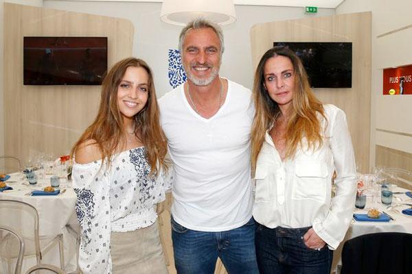 David Ginola bên vợ và con gái. Ảnh: Mirror.