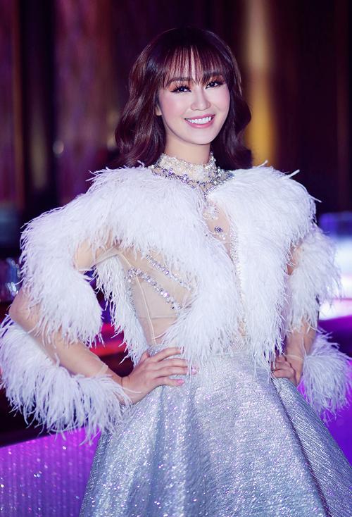 quynh-thu-khanh-my-mac-long-lay-di-tiec-2