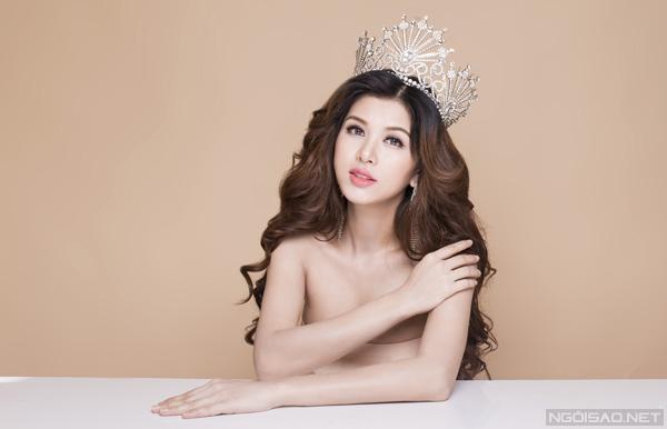 Bộ ảnh được thực hiện với sự hỗ trợ của Makeup & Hair: Lý Trường Giới, Photo: Quốc Lê.