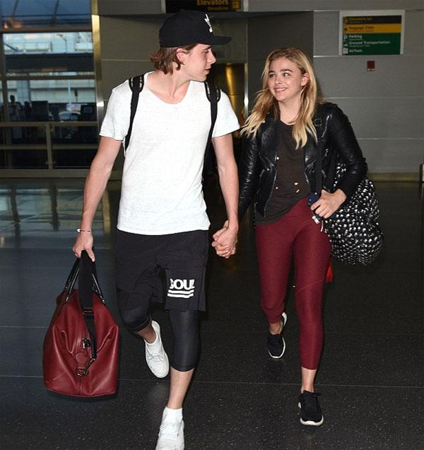 Cặp đôi tuổi teen quấn quýt suốt mùa hè