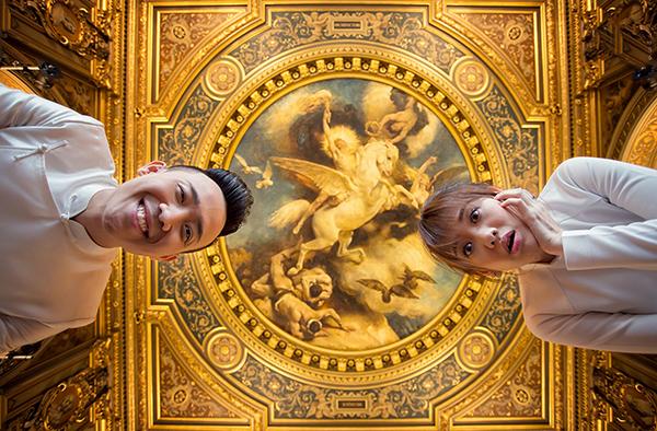 [Caption]Vài tiếng trước, bộ ảnh cưới của Trấn Thành và Hari Won được nhiếp ảnh gia chia sẻ trên mạng xã hội. Cặp đôi cùng ê kip đã tranh thủ ghi lại những khoảnh khắc này nhân chuyến lưu diễn ở châu Âu vào tháng 10 vừa qua.