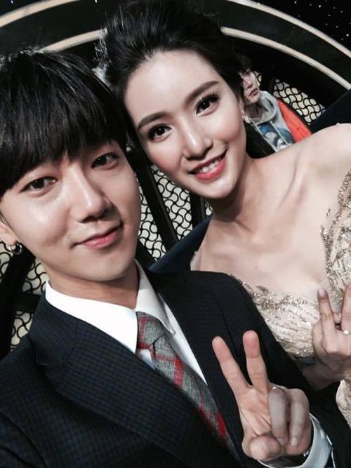 mc-my-linh-ghe-sat-dau-selfie-cung-ca-si-nhom-super-junior-3