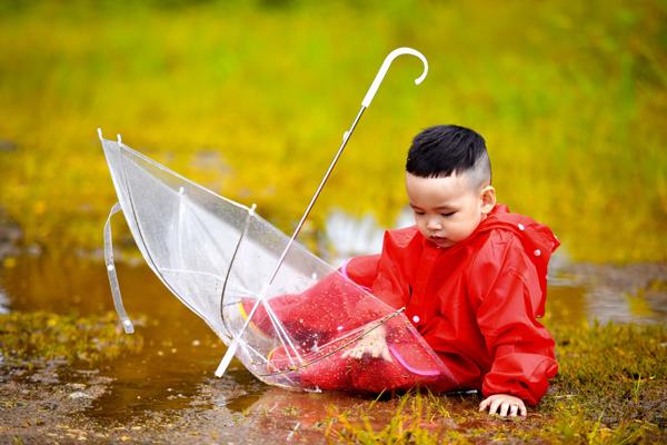 hoa-hau-diem-huong-lam-stylist-cho-bo-anh-cua-con-trai-4