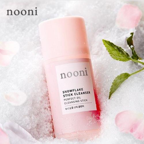 Nooni Pink Snowflake Travel Stick Cleanser   thỏi sáp tuyết hồng của Nooni có khả năng tẩy trang, làm sạch, tẩy tế bào chết tốt, ngoài ra còn cung cấp độ ẩm cho da, giữ làn da các nàng luôn mềm mại, mịn màng suốt chuyến du lịch dài.
