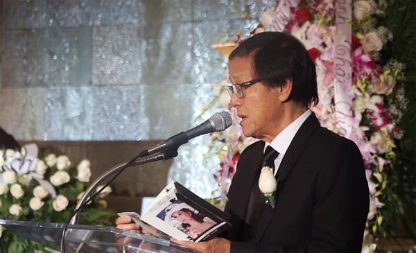 Ông Bùi Xuân Hiến, chồng bà Đặng Tuyết MaiPhu quân củaPhu quân của bà Đặng Tuyết Mai đọc thơ Ước nguyện trước linh cữu của bà.