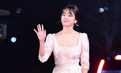 Song Hye Kyo đẹp rực rỡ trên thảm đỏ