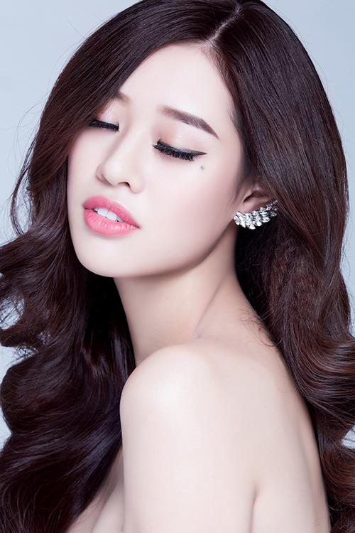 khanh-van-goi-y-cach-make-up-trong-le-an-hoi-va-tiec-cuoi-4