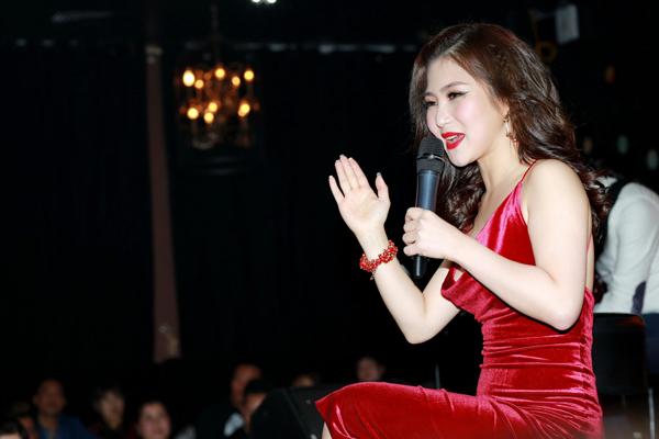 huong-tram-ho-kheo-nguc-day-voi-vay-tre-nai-5