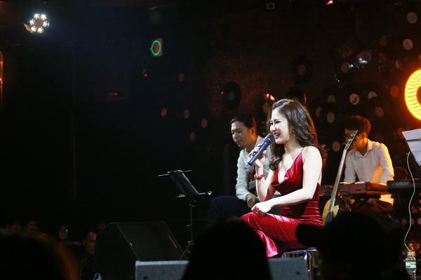 huong-tram-ho-kheo-nguc-day-voi-vay-tre-nai-7