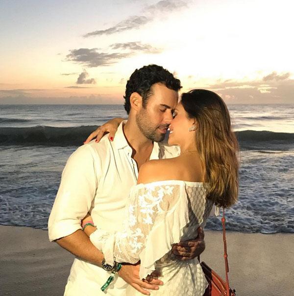 Ít giờ trước đó, vợ cũ Caroline Celico của Kaka cũng đăng tải khoảnh khắc ngọt ngào bên bạn trai mới là thương gia