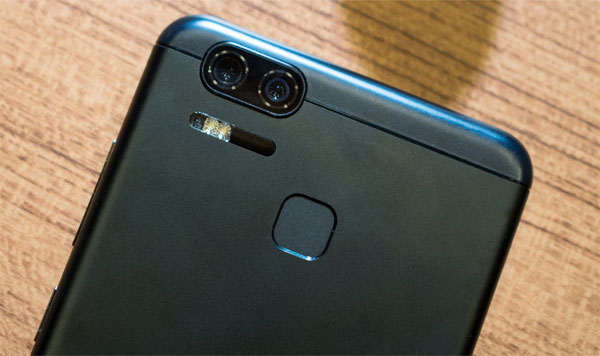 zenfone-3-zoom-co-camera-kep-giong-iphone-7-plus-5