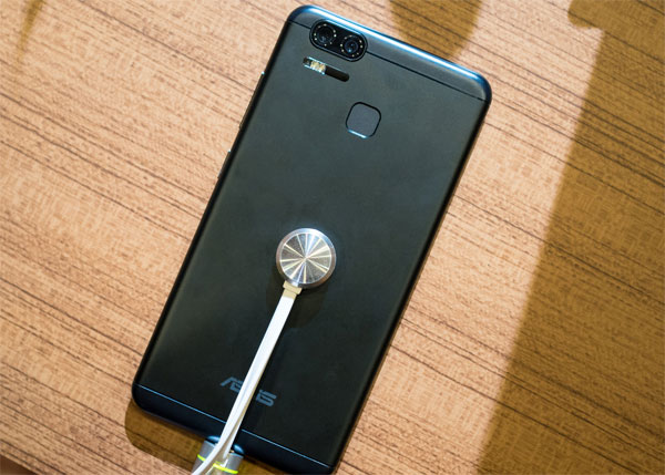 zenfone-3-zoom-co-camera-kep-giong-iphone-7-plus-1