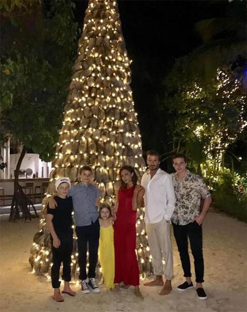 Nhà Becks đón năm mới tại Maldives cùng gia đình đầu bếp Gordon Ramsay.