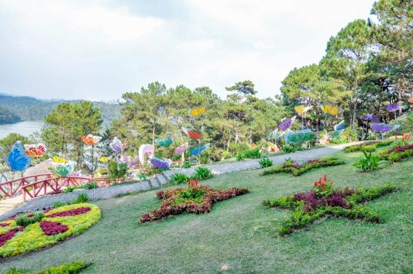 Không gian nên thơ dành cho các cặp tình nhân tại đồi Uyên Ương Hồ Điệp  TP Đà Lạt.