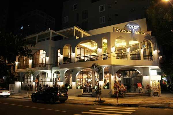Đây là một trong chuỗi nhà hàng cà phê của hệ thống RuNam của gia đình Lí Quý Khánh. Bắt đầu hoạt động vào tháng 1 năm 2016, không gian sang trọng với vị thế lí tưởng của của hàng này đã nhanh chóng thu hút và trở thành điểm đến số 1 của thực khách nơi đây.
