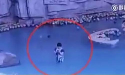 Mẹ mải nhắn tin điện thoại, con 4 tuổi bị đuối nước