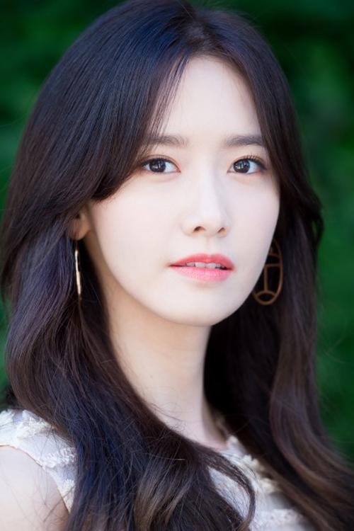 Vẻ đẹp trong sáng, ngọt ngào từ mọi góc nhìn của Yoona giúp cô luôn giữ vững vị trí trong các bảng xếp hạng nhan sắc nhiều năm liền.