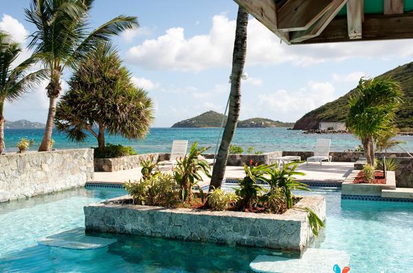 Sau đó, du khách có thể sử dụng số tiền này vào các dịch vụ du lịch trên hòn đảo như ăn uống, vào thăm bảo tàng, phòng trưng bày, tham gia chơi thể thao dưới nước và nhiều dịch vụ khác.
