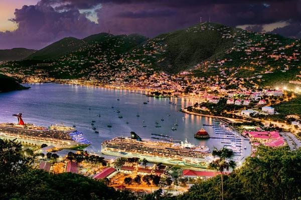 Du khách có thể chọn đến thăm 1,2 hòn đảo còn lại hoặc không bởi 2 hòn đảo là St.Thomas và St.Croix đều có sân bay, còn muốn di chuyển đến St.John, du khách có thể đi bằng phà.