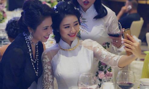 Vẻ đẹp ngọt ngào của Hoa hậu Thu Ngân trong lễ ăn hỏi