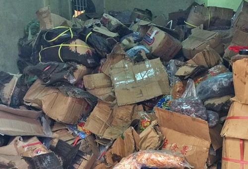 Hơn 3 tấn mứt hư hỏng bị phát hiện. Ảnh: Khánh Hương
