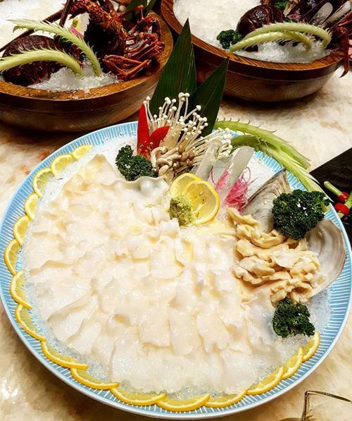 chuyen-di-thuong-hai-sang-chanh-cua-ngoc-trinh-va-gia-dinh-nguoi-tinh-ty-phu-27