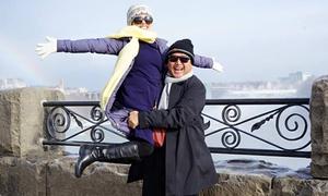 Chí Trung bế bổng vợ khi đi lưu diễn ở Canada