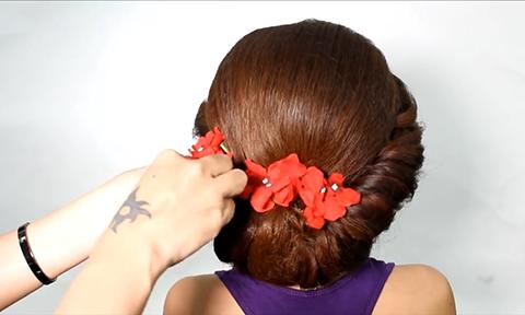 Búi tóc cô dâu lộng lẫy chỉ trong 10 phút