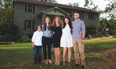 Bà mẹ 4 con tự xây nhà bằng các hướng dẫn trên youtube