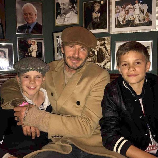 Vợ đi chơi với con gái, Becks cũng đưa hai nhóc Romeo và Cruz ra ngoài.