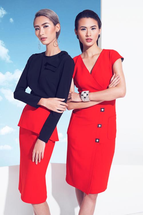 Sắc đỏ may mắn là gam màu phù hợp với những ngày đầu năm mới. Kiểu dáng đơn giản nhưng không nhàm chán cùng các điểm nhấn peplum, nơ đôi ngay vai áo và chi tiết trang trí bằng kim loại handmade là nét đặc trưng trong thiết kế của Lâm Thuận.