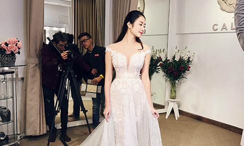 Váy cưới được thực hiện trong hơn 300 giờ của Hoa hậu Thu Ngân