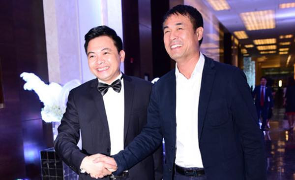 Nguyễn Hữu Thắng - huấn luyện viên trưởng của đội tuyển Việt Nam cũng đến dự đám cưới Hoa hậu Thu Ngân và đại gia Doãn Phương với tư cách khách mời.