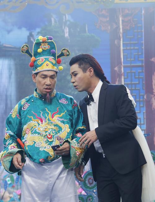co-du-cong-ly-bat-ngo-lam-nu-sinh-ngay-tho-trong-tao-quan-2017-3
