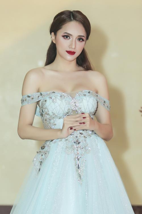 huong-giang-idol-mac-tre-nai-khoe-vong-1-6