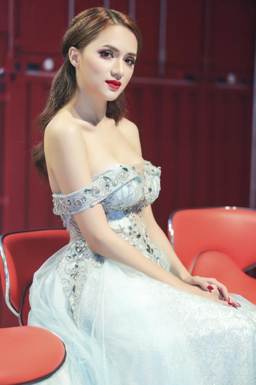 huong-giang-idol-mac-tre-nai-khoe-vong-1-7