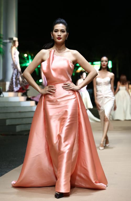 Thiết kế váy hồng thạch anh