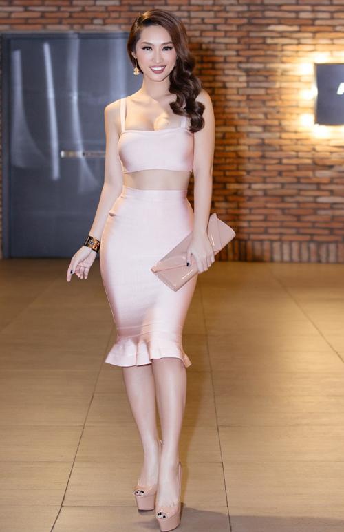 chung-thuong-t-jo-ngoi-xe-lan-quynh-thy-sexy-di-su-kien-4