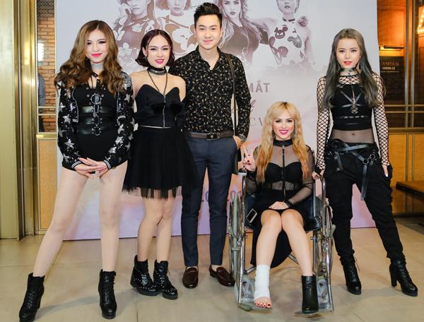 chung-thuong-t-jo-ngoi-xe-lan-quynh-thy-sexy-di-su-kien-7