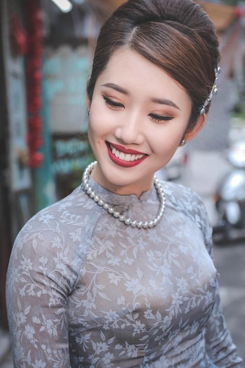 thuy-ngan-dien-ao-dai-ra-pho-don-xuan-9
