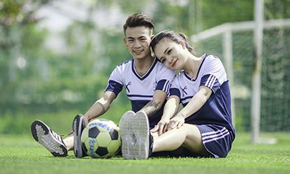 Ảnh cưới đậm chất bóng đá của 'cây kéo ruột' giới cầu thủ Việt