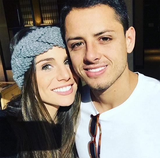 Chicharito và Lucia Villalon quấn quýt không rời suốt hai năm qua.