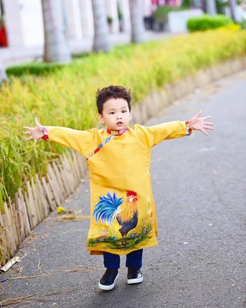 con-trai-hoa-hau-diem-huong-ghen-vi-bo-me-hon-nhau-11